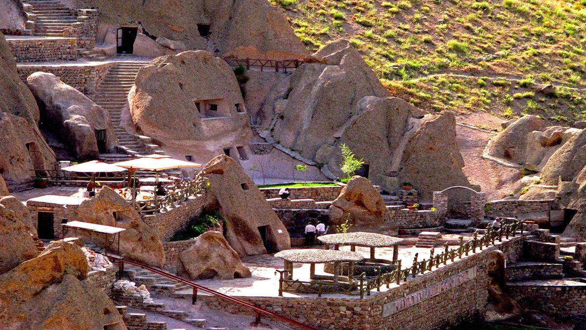 kandovan-laleh-rockyhoel-Tabriz-Iran-Zhinotours