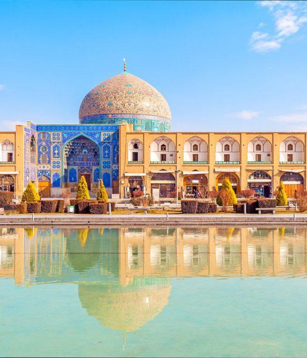 isfahan.iran-trave-naghsh-e-jahan-square-Zhinopars